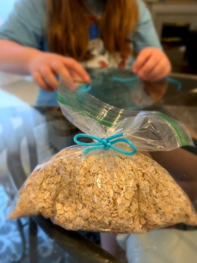 Recipe for Reindeer Food (Animal and Environment Friendly)  #christmascrafts #christmas #kidsactivity #reindeer